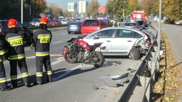 """Poważny wypadek na Wisłostradzie. """"Kierowcy zawracali przez pas zieleni"""""""
