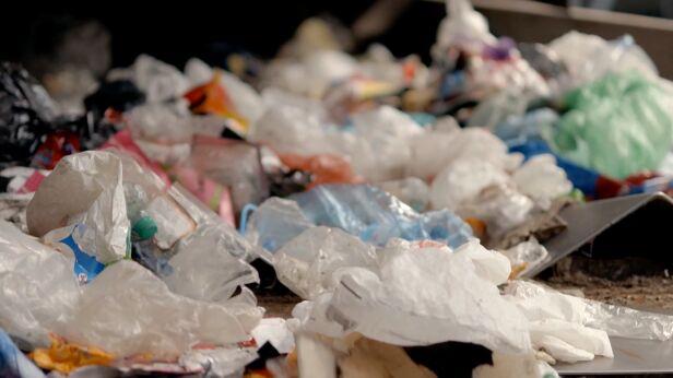 Odpady są segregowane i poddawane recyklingowi UM Warszawa