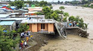 Powódź i osuwiska ziemi w Indonezji i Timorze Wschodnim (PAP/EPA/ANTONIO DASIPARU/EAST ADONARA POLICE STATION/EAST FLORES BPBD)